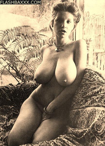 потому, что ретро порнографические фотографии дам с огромной грудью шлюшки так хорошо